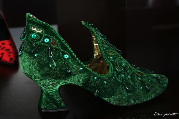 Escarpin velours vert rebrodé