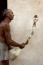 Esculptor con mano