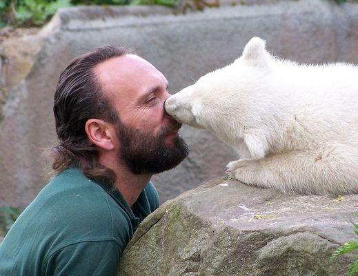 Eskimoartige Knutscherei mit der Nase