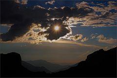 esplosione del sole sul  passo di roselend