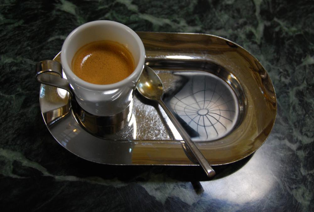 Espresso ohne Wasserglas