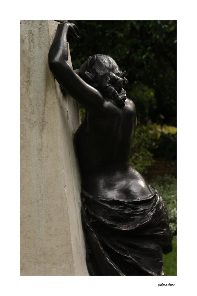 Estatua a Arthur Sullivan III