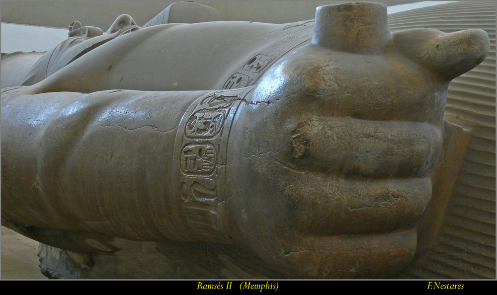 estatua de Ramsés II (Menfis)