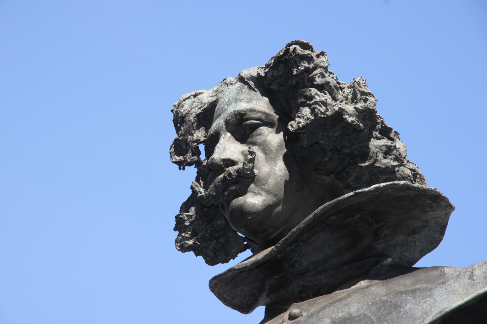 Estatua de Velázquez. 1 . Museo del Prado.