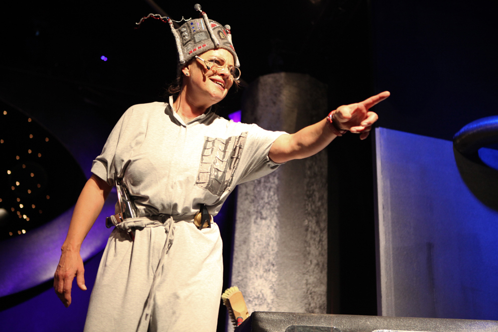 Esther Münch als Walli im Weltall