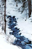 Et au milieu coule un ruisseau