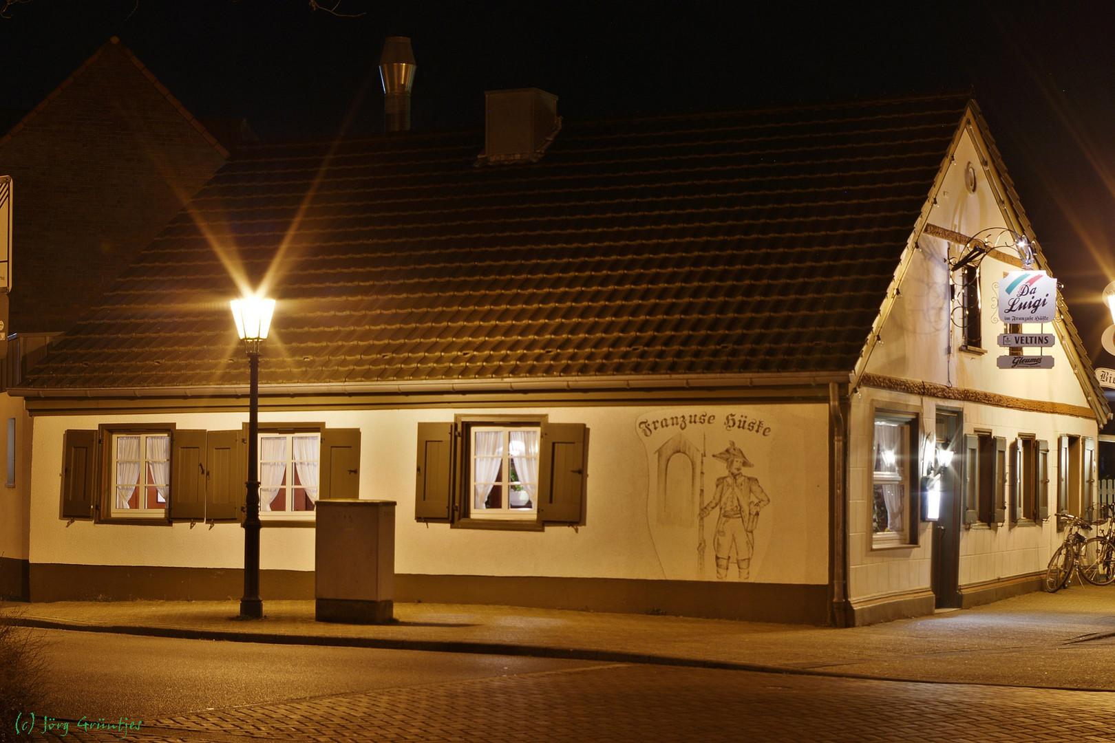 Et Franzuse Hüske in Grefrath bei Nacht
