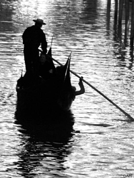 Et oui, les rues à Venise ne sont pas faites de goudron...