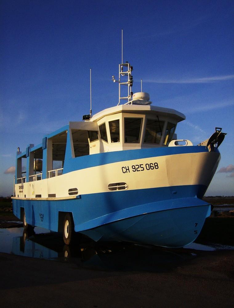 Et si un bateau bleu vous doublait sur la route des vacances