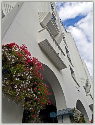 Etape dacquoise 18 - Un détail de la façade de l'Hôtel Splendid