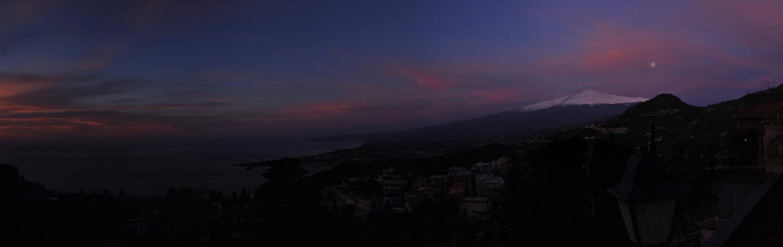 Etna erwacht an einem Morgen im Februar 2011