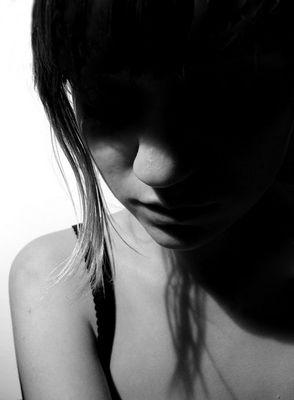Etre une fille aujourd'hui c'est se cacher pour pleurer, pour ne pas montrer ses faiblesses...
