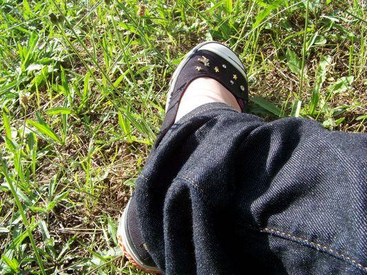 etre une fille... c'est pouvoir poser son pied dans l'herbe et souffller un peu...