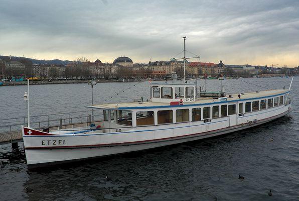 Etzel auf dem Zürichsee