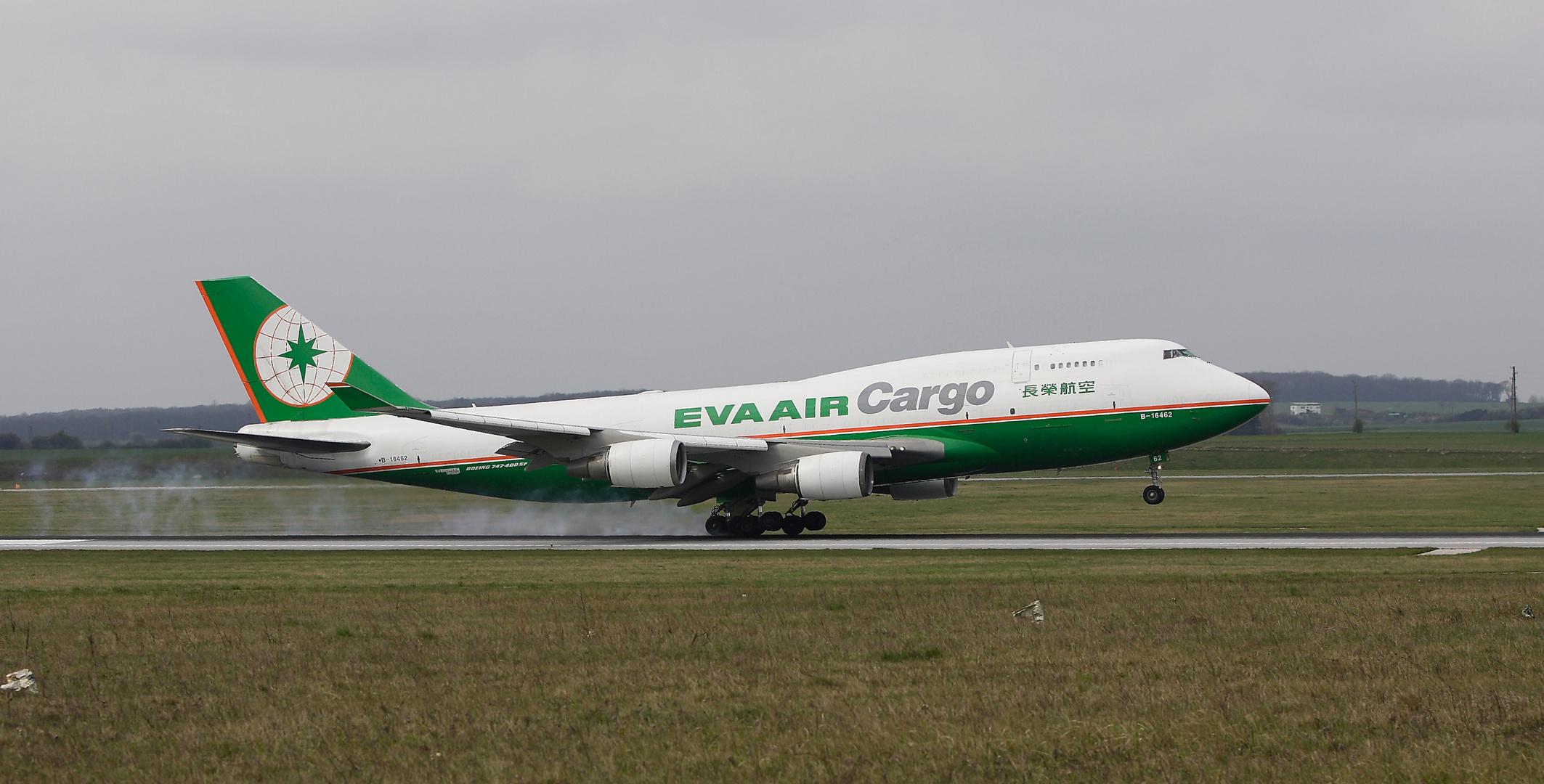EVA AIR Boeing 747-400 F