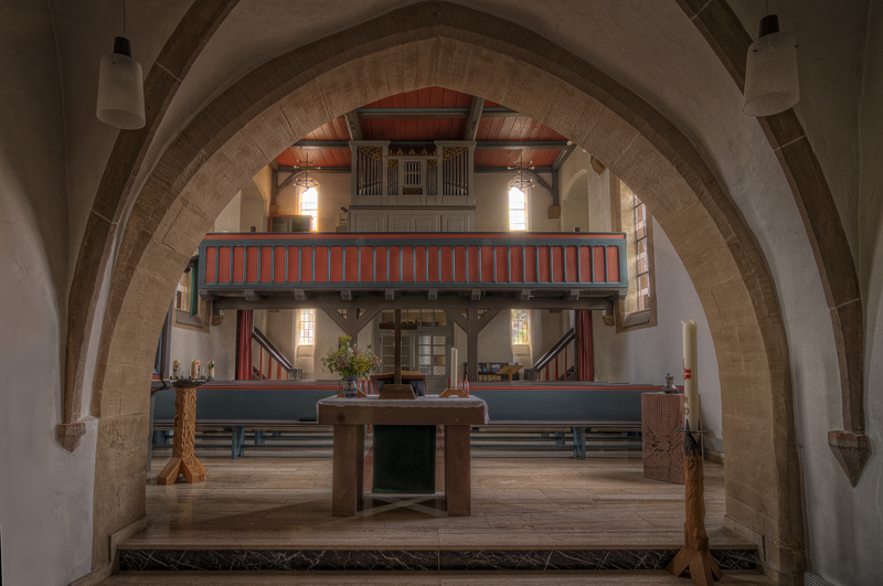Evangelische Friedenskirche Hesserode - Blick zur Orgel -