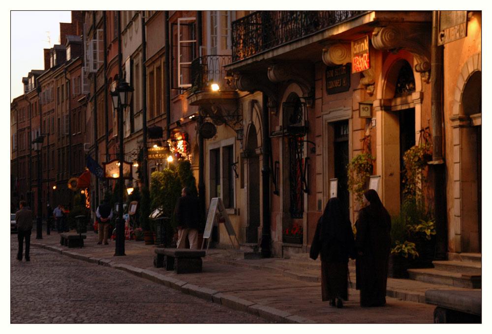 Evening Stroll - Abends am Platz