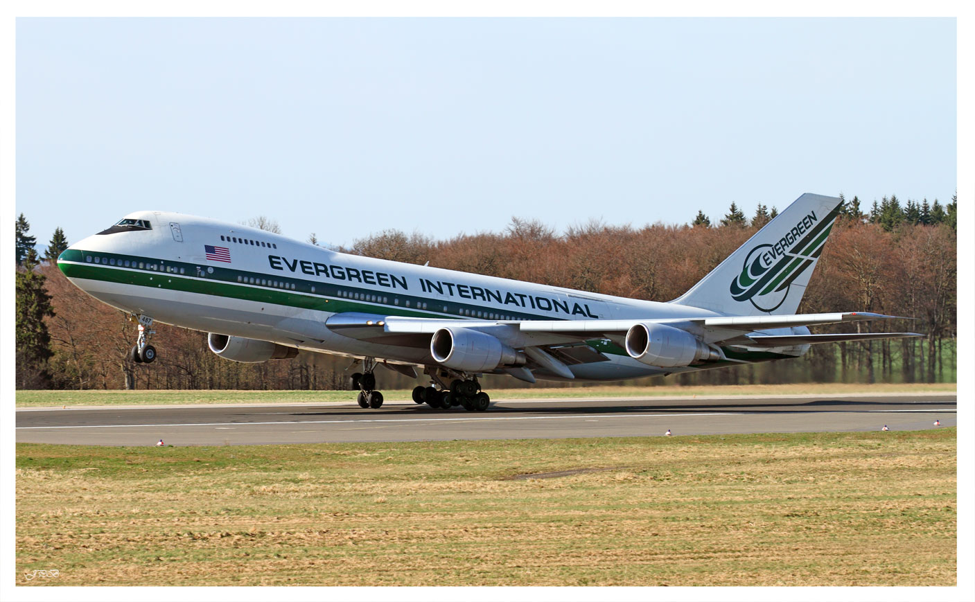 Evergreen International Airlines Boeing 747-200SF Take off