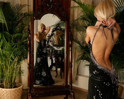Evi - in einer Kreation von Christine Klein Fashion