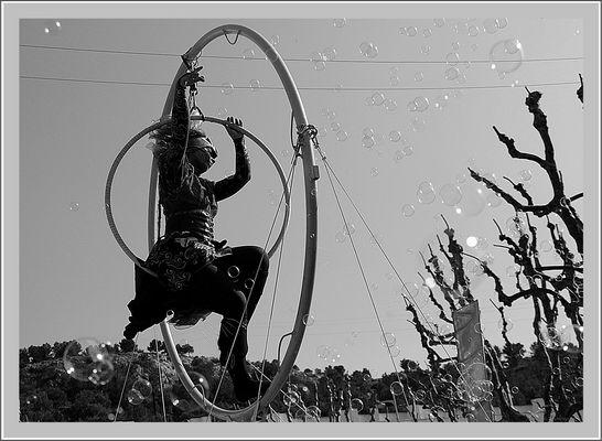 """Exercice photographique n° 125 - l'Art de la rue en N&B - """"L'Equilibriste"""""""