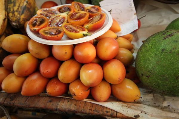 .....exotische Früchte auf dem Markt zu Funchal
