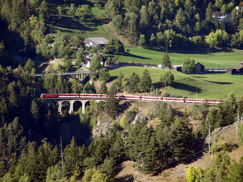 Extrazug auf dem Laxgraben Viadukt