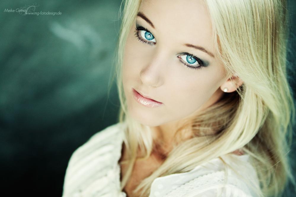*eyes*