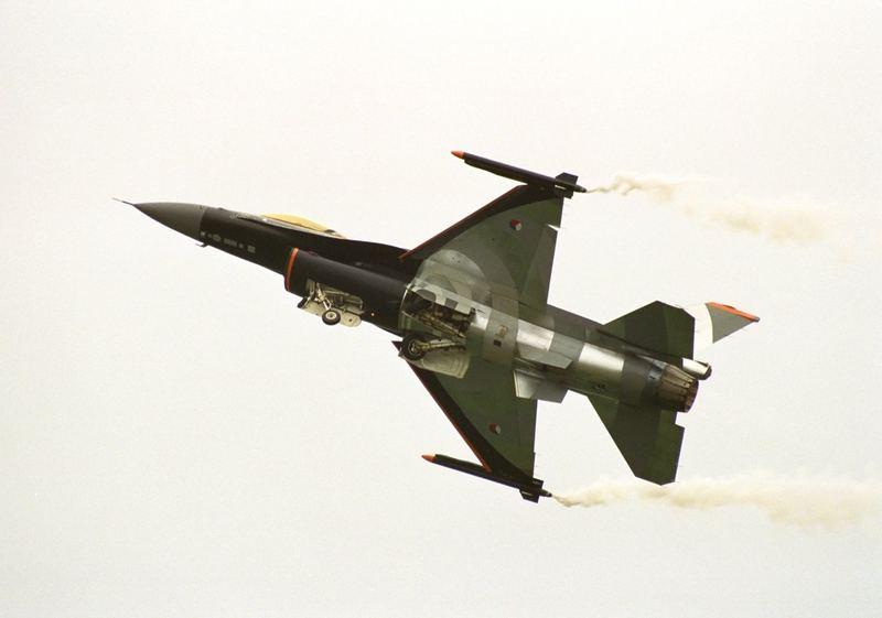 """F-16 Demoteam bei """"Volkel in de Wolken"""""""