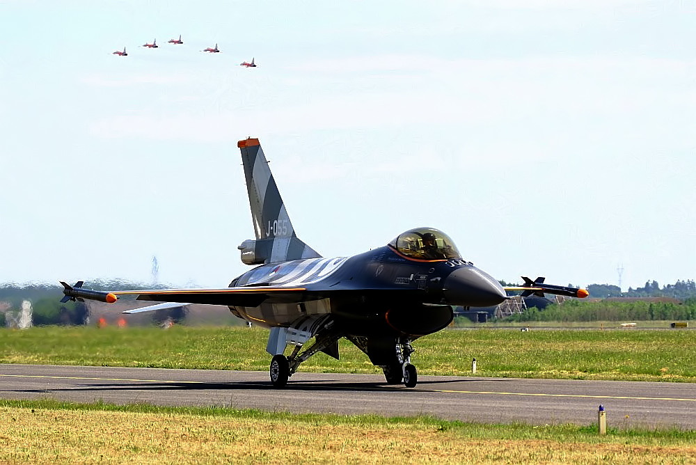 F-16 on Taxiway
