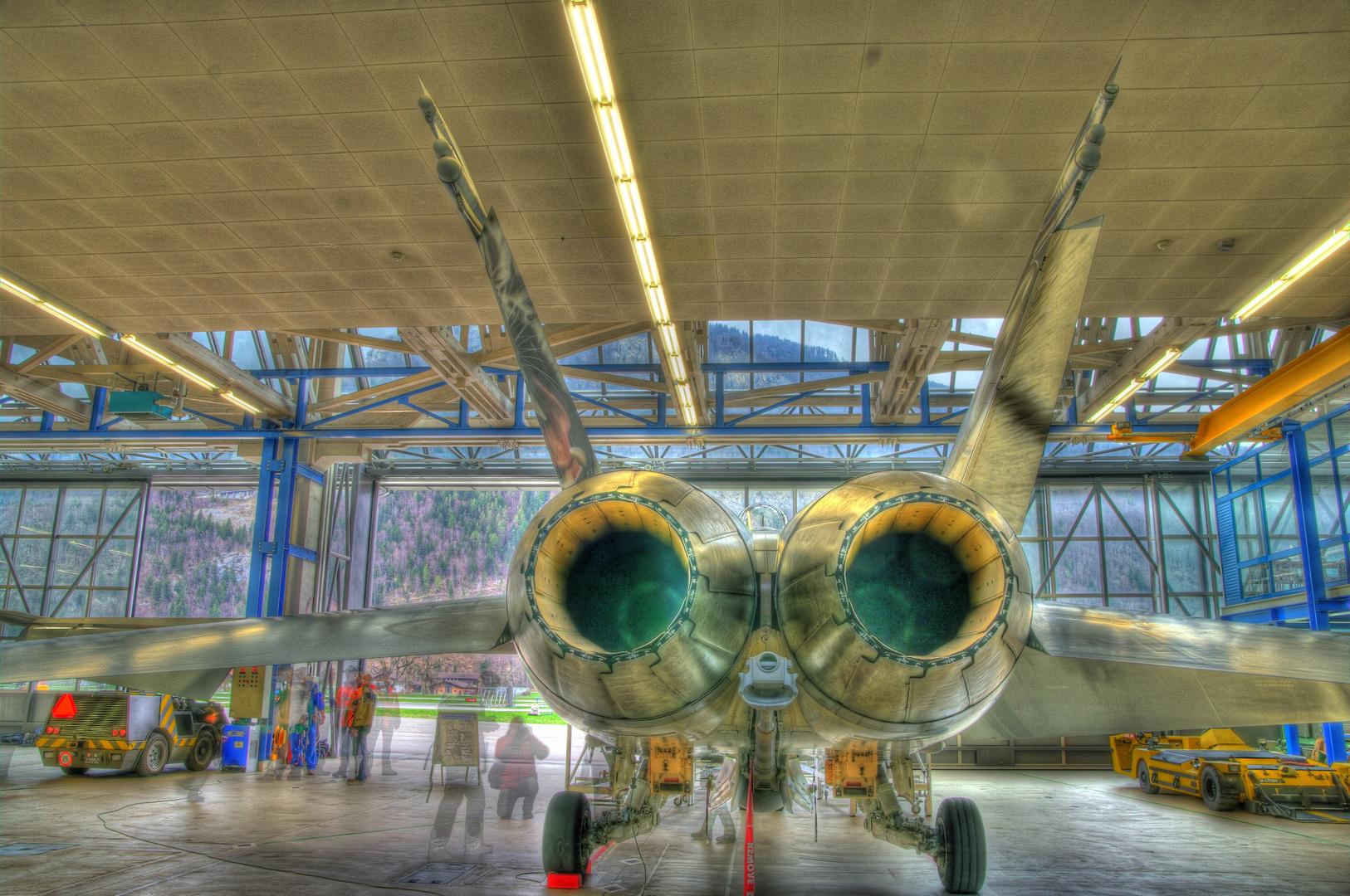 F 18 Air Base Meiringen im Hangar HDR