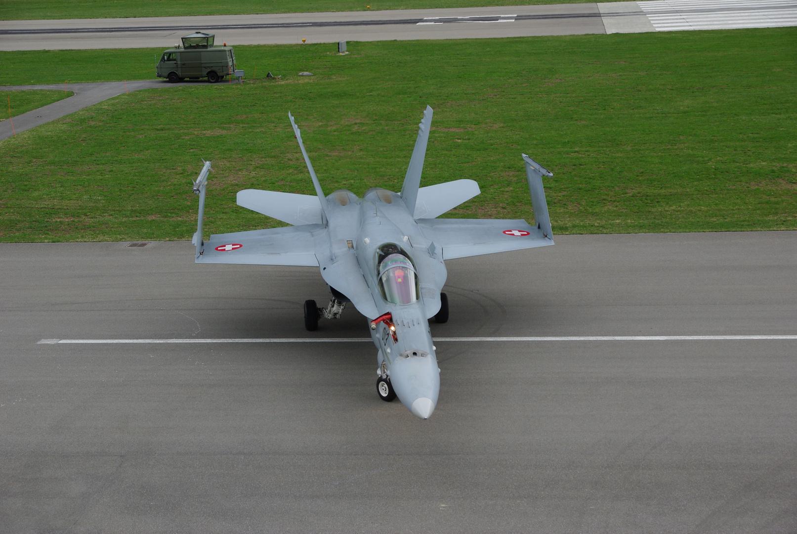 F-18 Air Base Meiringen Schweiz nach der Landung