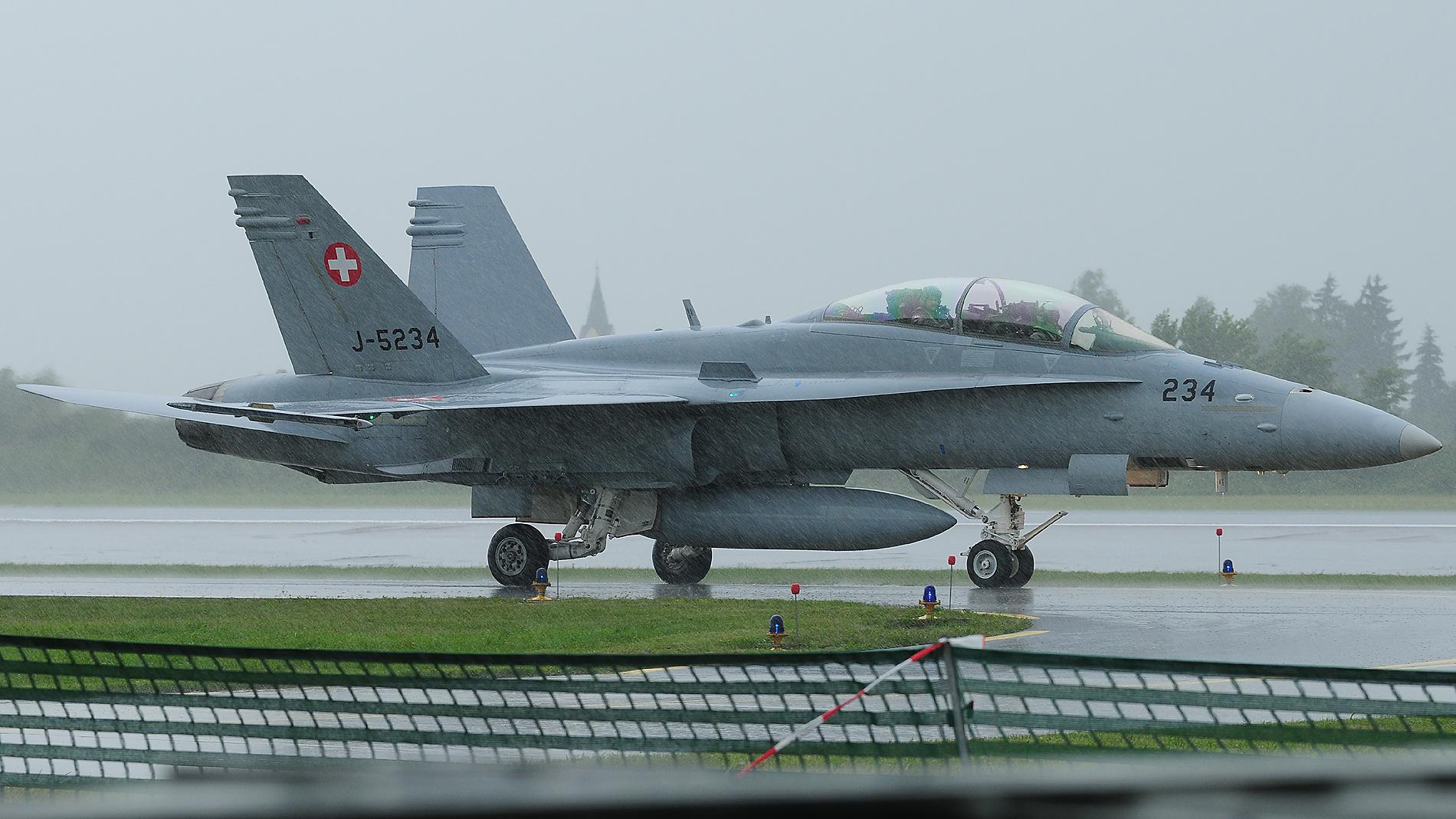 F-18 Hornet der Schweizer Luftwaffe zu gast in Neuburg