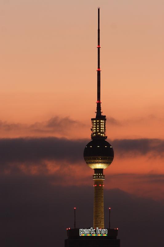 F-Turm am Abend (2006)