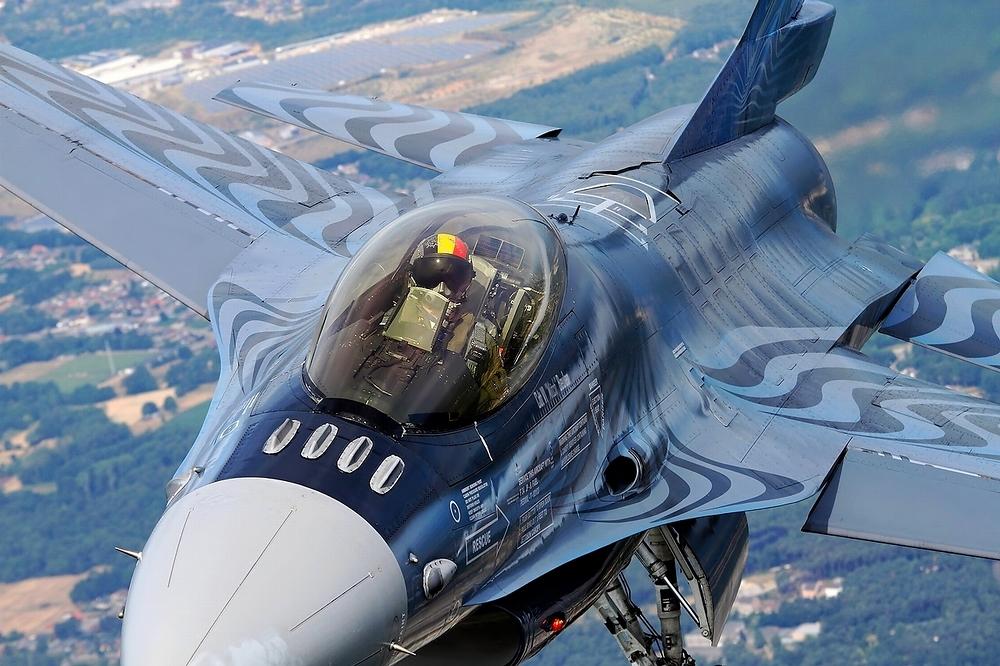 F16 posiert für uns...