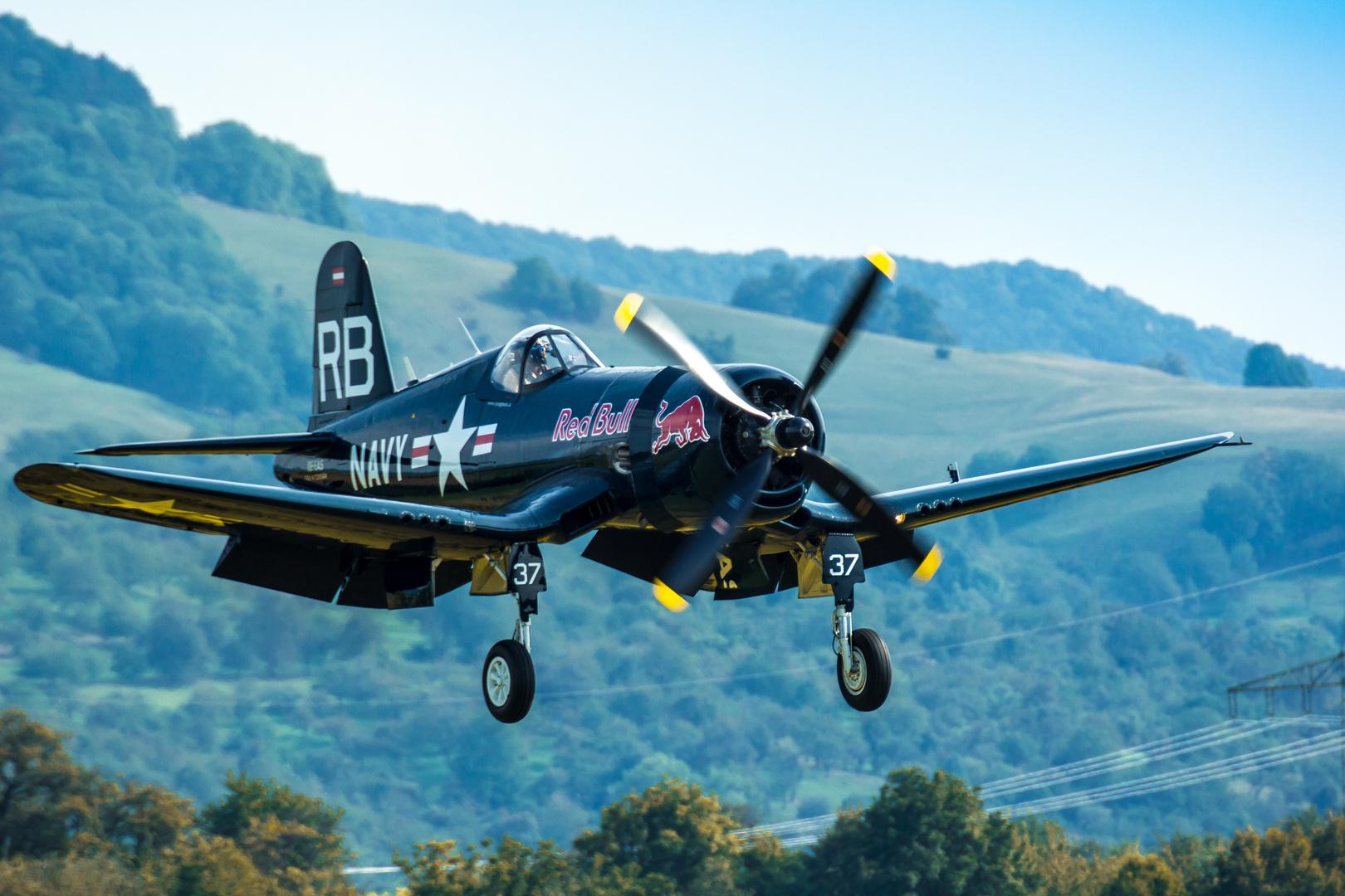 F4U Corsair im Landeanflug