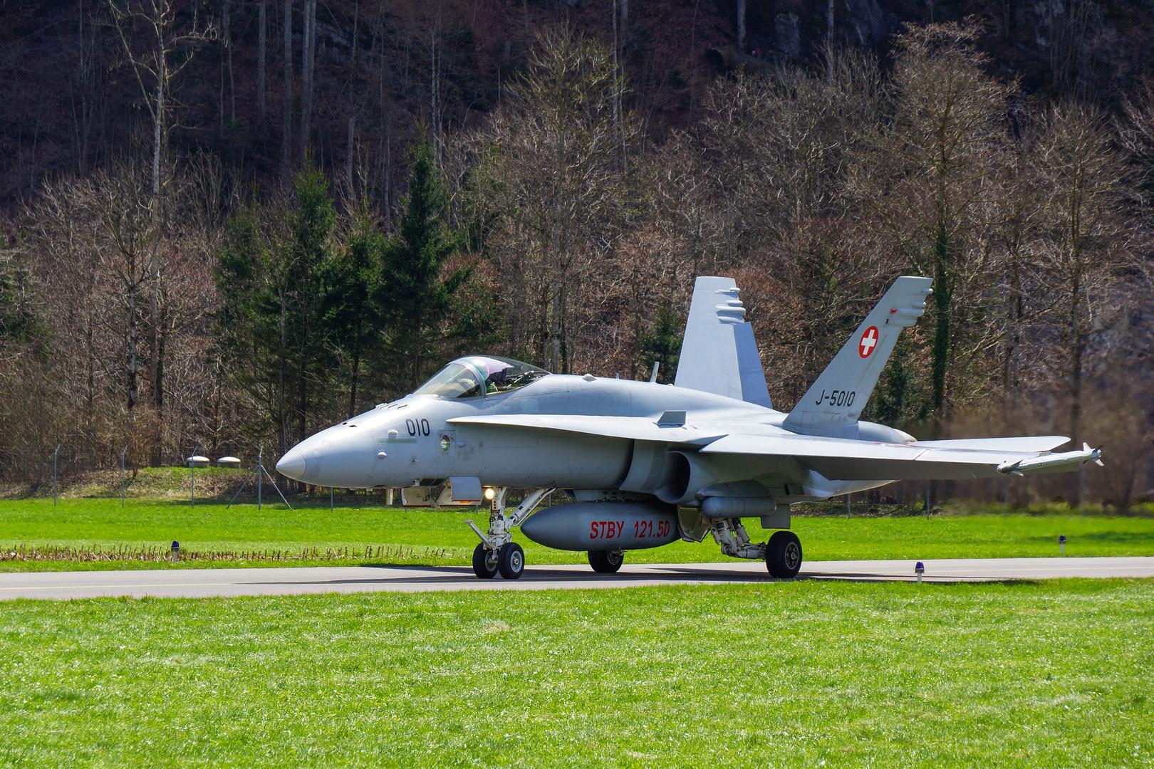F/A-18 auf dem Weg zum Start