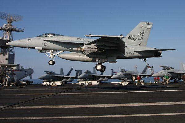 F/A-18F Superhornet - Atterraggio su portaerei 1