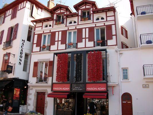 façade rouge basque