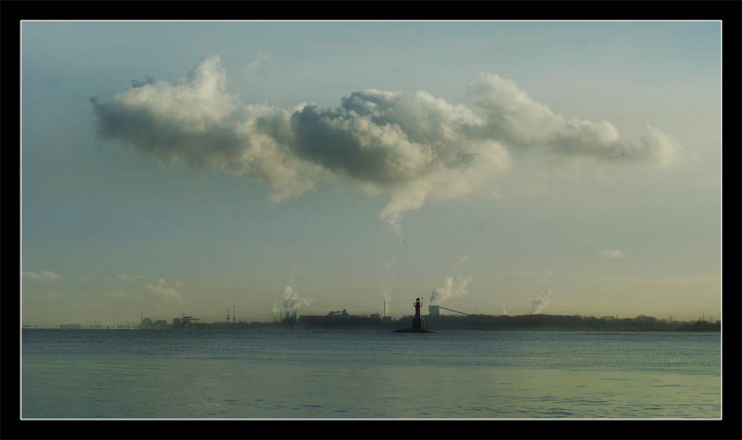 Fabrik an der Elbe