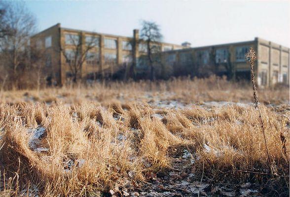 fabrik hinterm gras