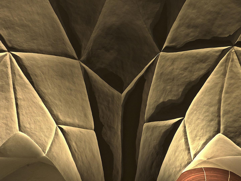 Facettenförmig gebrochenes Kreuzgratgewölbe mit Rautenfeldern