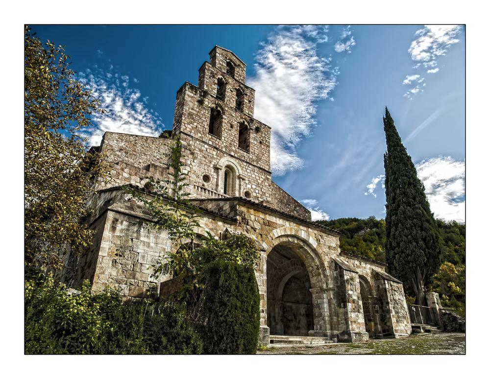Fachada Monasterio de Santa Maria en Gerri de la Sal (Pallars Sobira Lleida Catalunya)