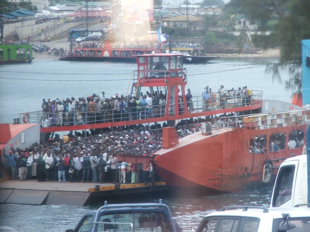 Fähre bei Mombasa
