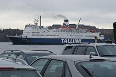 """Fähre """"Fantaasia"""" aus Talinn (Estland) läuft im Fährhafen von Stockholm ein"""