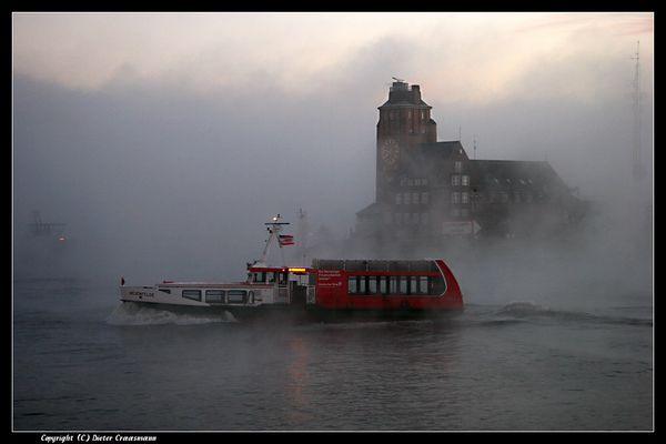 Fähre im Morgennebel - Ferry boat in the morning fog