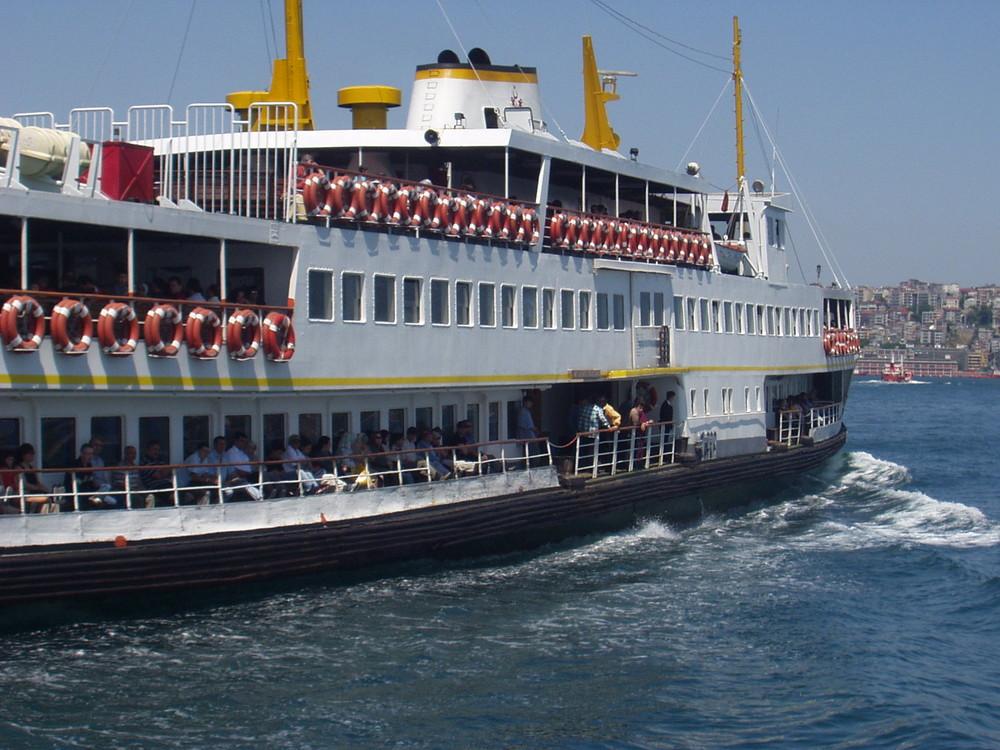 Fähre In Goldene Horn Istanbul