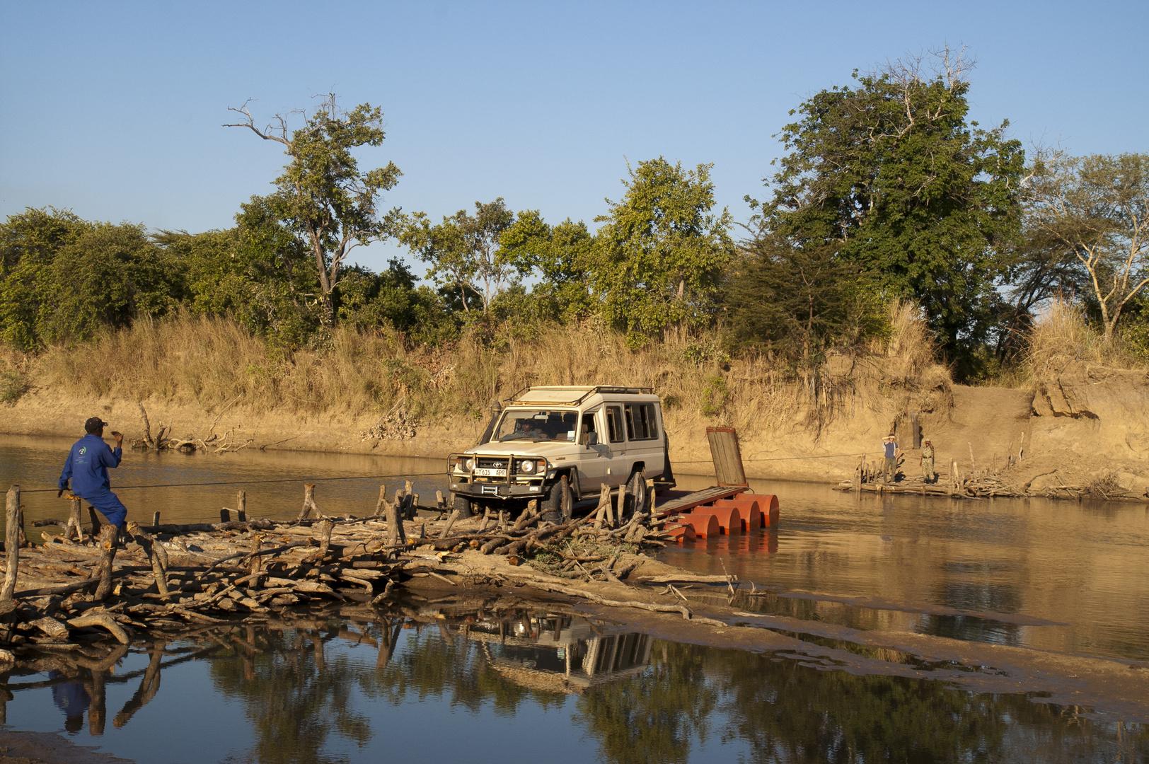 Fähre über den Luangwa