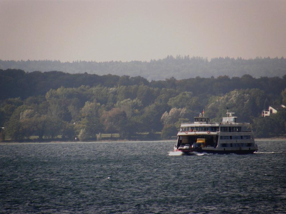 Fähre verlässt die Insel Mainau auf dem Bodensee