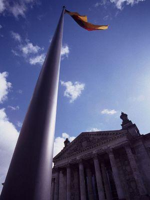 Fahnenmast vor dem Reichstag
