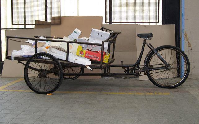 Fahrrad in der Markthalle von Como